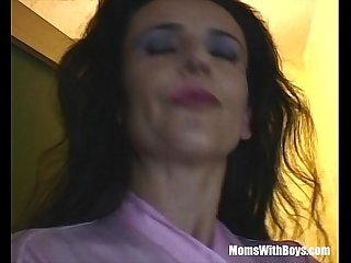 Sexy Cougar Caught Giving A Live Show