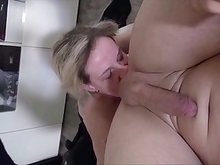 German Step Mom - Schlanke Deutsche Mutter fickt Stief Sohn im Amateur Porno