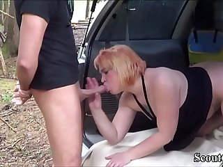 Deutsche Mutter fickt mit Jungschwanz nach der Schule - German Redhead MILF Fuck with Young Boy Outdoor after School