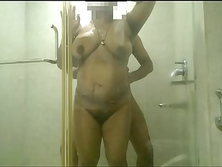 SHONU BADE GAAND WALI HANDLED BY HOTEL SERVICE BOY DESI INDIAN WIFE