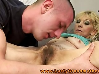 Amateur mature granny gets pussy licked