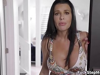 MILF Shows Why Stepmoms Are The Best Cocksuckers
